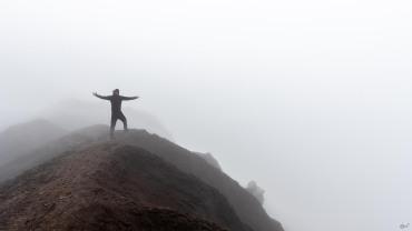 ik boven op de Gorelaya vulkaan